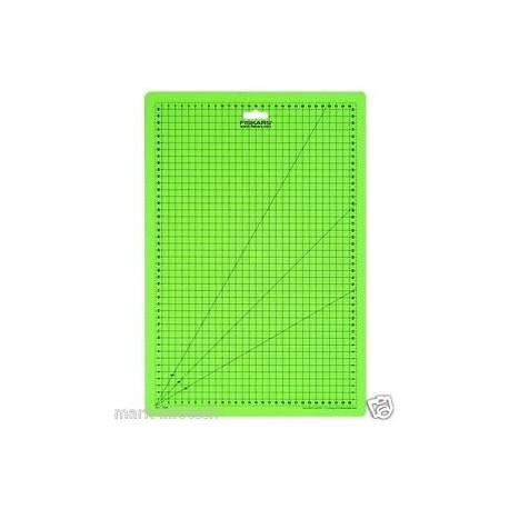 FISKARS-MATA DO CIĘCIA A2 45x60cm/1003895
